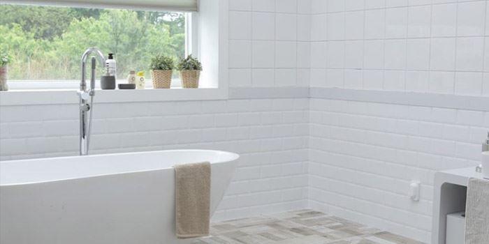 laga hål i badrumsvägg