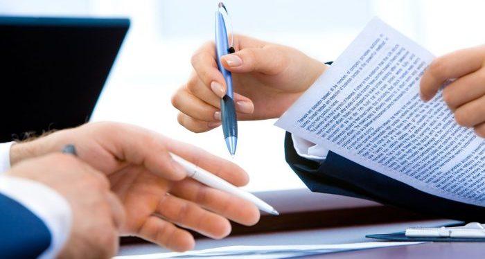 Skrivuppdrag - anlita mäklare för hjälp med kontrakt
